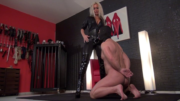 Aileen Taylor - Suck my big black strap-on Dildos Dildo-Sucking Strap-on
