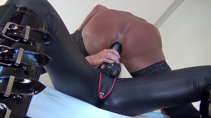 New Video Anal Dildo-Sucking Strap-on