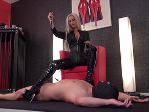 Aileen´s Boot Worship Slave